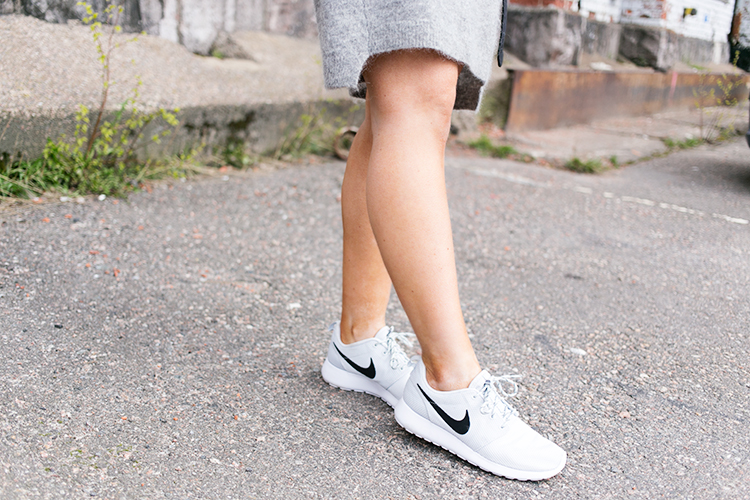 nike-roshe-run-platinum
