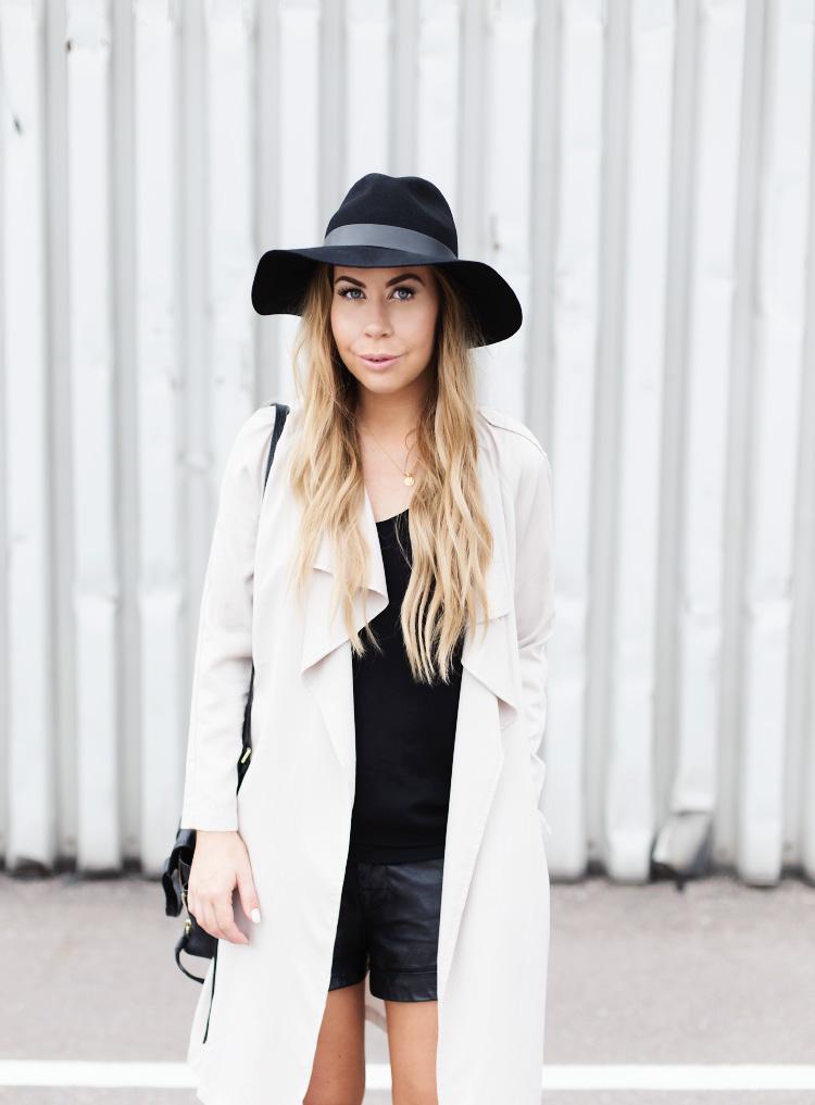 beige-trench-coat-hat