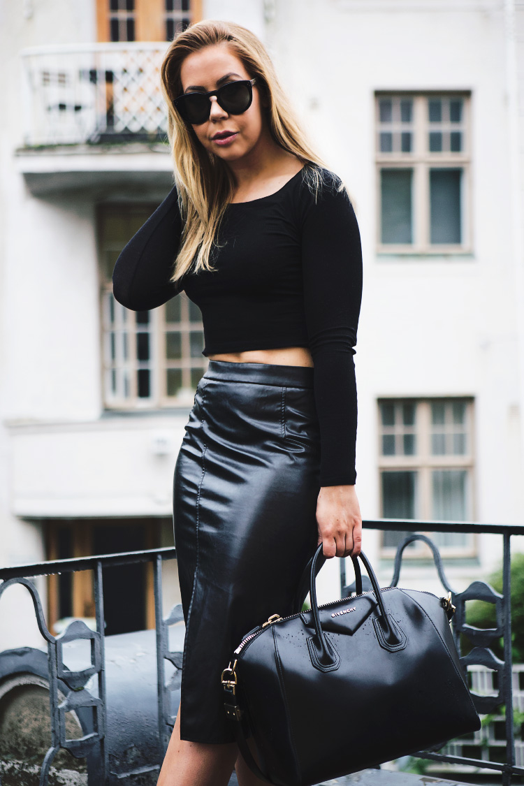 black-leather-skirt-outfit