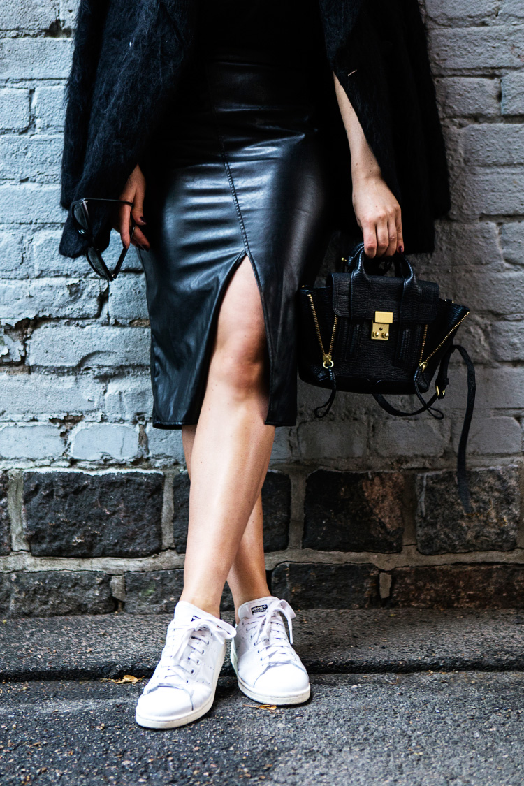 leather-skirt-outfit