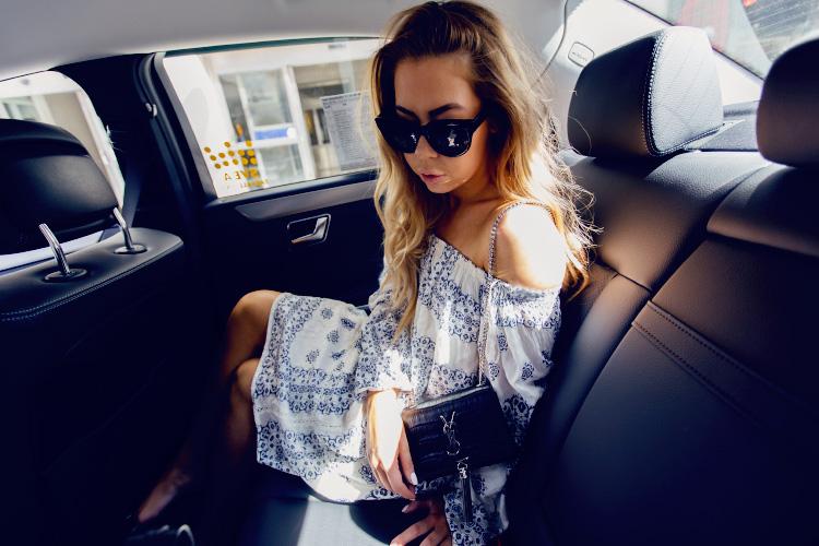 girl-taxi