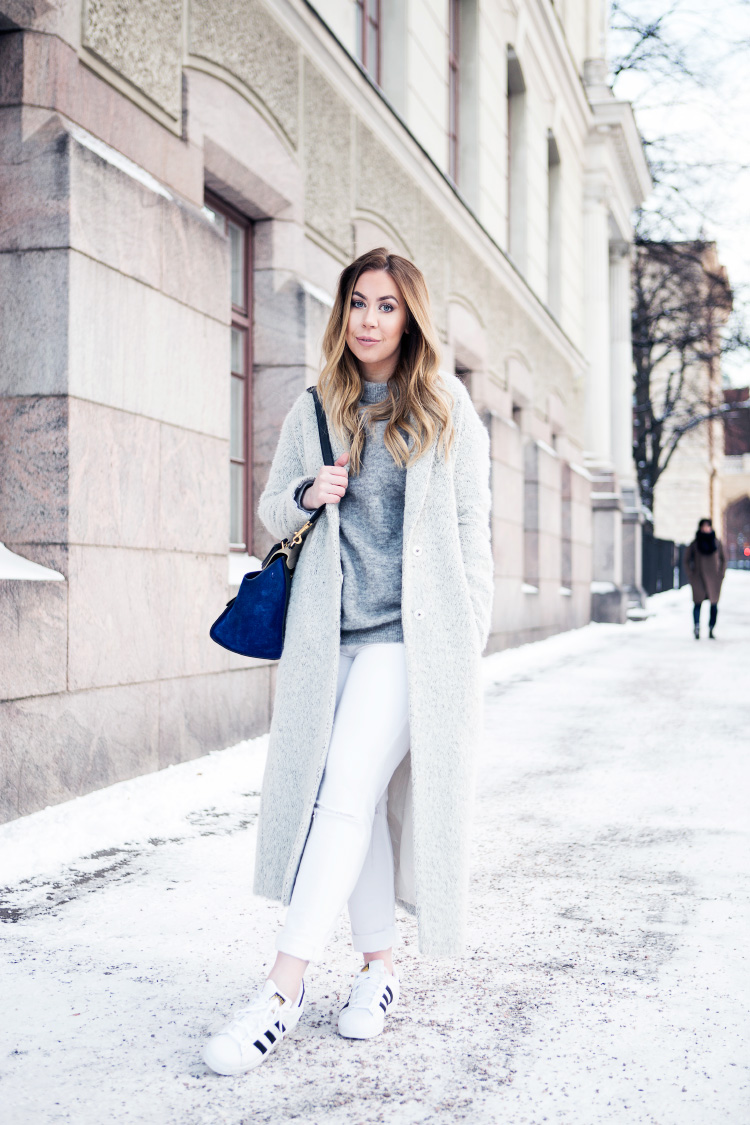 all-white-winter-outfit