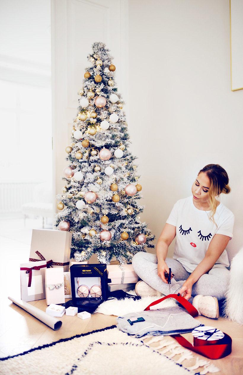 alexa-dagmar-christmas