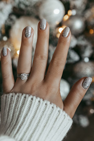 THE PERFECT HOLIDAY MANICURE